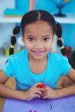 Klein meisje dat een beeld trekt Royalty-vrije Stock Fotografie