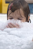 Klein meisje in Jacuzzi Stock Foto