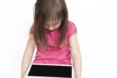 Klein Meisje met Tabletcomputer op Witte Achtergrond royalty-vrije stock afbeeldingen
