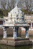 Klein monument in water, Ekambareswarar-Tempel, Kanchipuram, Tamil Nadu, India stock afbeelding