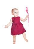 Klein mooi babymeisje met valentijnskaartenkaart Stock Foto
