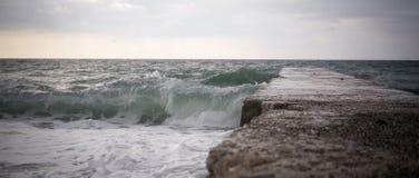 Klein onweer op de kust van de Zwarte Zee Royalty-vrije Stock Afbeeldingen