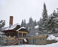 Klein pensioen in de bergen Stock Fotografie