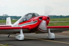 Klein propellervliegtuig Jodel Stock Foto's