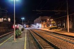 Klein regionaal station in Santa Margherita Ligure, Italië royalty-vrije stock fotografie