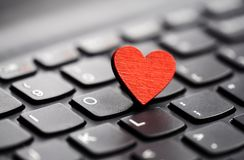 Klein rood hart op toetsenbord Royalty-vrije Stock Afbeelding