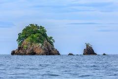 Klein rotseiland op het overzees, Lipe, Thailand Royalty-vrije Stock Foto