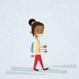 Klein Schoolmeisje Carry Stack Of Books Stock Foto