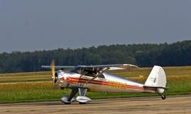 Klein sporten zilveren vliegtuig Stock Fotografie