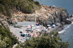 Klein strand in Ligurië, Italië Royalty-vrije Stock Afbeeldingen
