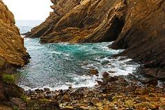 Klein strand op de klippen, Ribadesella, Spanje Stock Foto