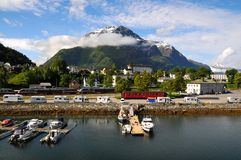 Klein visserijdorp, fjord, Noorwegen Stock Foto's