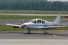 Klein Vliegtuig dat 1 landt Royalty-vrije Stock Afbeelding