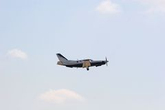 Klein Vliegtuig tijdens de vlucht Royalty-vrije Stock Foto