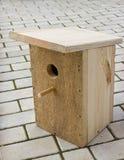 Klein vogelhuis van raad Royalty-vrije Stock Foto's