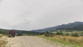 Kleinbus in den Karpatenbergen Lizenzfreie Stockfotografie