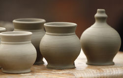 Kleine aardewerkvazen Royalty-vrije Stock Afbeeldingen