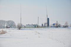 Kleine aardgasinstallatie in Siberië Lage de aardgasprijzen en groei in de generatieinfrastructuur van de aardgasmacht stock foto's