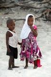 Kleine Afrikaanse kinderen op Nungvi-strand, Tanzania Stock Afbeeldingen