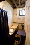 Kleine alte Gefängniszelle stockfoto