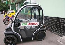 Kleine Elektrische Auto Op Straat Voorraadbeelden Download 21