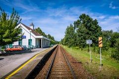 Kleine Bahnstation Stockfoto