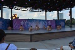 Kleine balletdansers op stadium De uitvoerende kunsten van Disney royalty-vrije stock fotografie