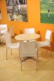 Kleine bequeme Cafeteria Stockfoto