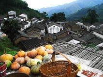 Kleine bergdorpen in de herfst royalty-vrije stock fotografie