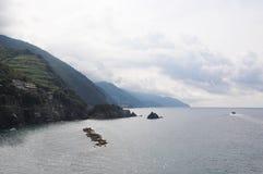 Kleine bergen en het Overzees royalty-vrije stock foto