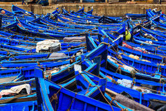 Kleine blaue Boote im Hafen von Essaouira Lizenzfreies Stockbild