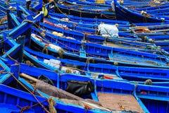 Kleine blauwe boten in de haven van Essaouira Royalty-vrije Stock Foto's
