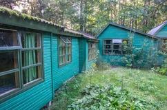 Kleine blokhuizen in bos Royalty-vrije Stock Foto