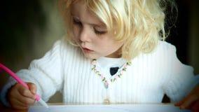 Kleine blonde Mädchenzeichnung Lizenzfreie Stockfotos