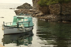 Kleine boot in Brusc, Frankrijk wordt verankerd dat Stock Foto's