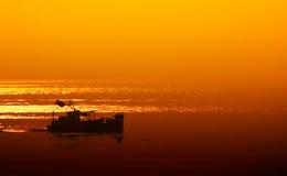 Kleine boot laat bij nacht Stock Afbeelding
