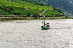 Kleine boot op de Rijn-Rivier Stock Fotografie