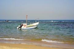 Kleine boot op het overzees Stock Foto