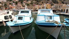 Kleine boot in Symi-eiland stock video