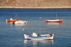 Kleine Boote bei Halki Lizenzfreies Stockfoto
