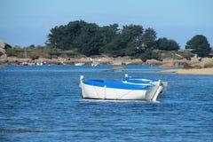 Kleine Boote im Wasser Stockfotografie