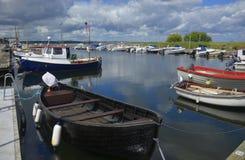 Kleine bootmeertrossen in Kivik, Zweden Royalty-vrije Stock Fotografie