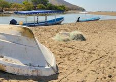 Kleine boten in Barra de Potosi Stock Afbeelding