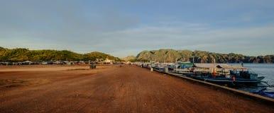 Kleine boten bij pier in Coron-Eiland royalty-vrije stock fotografie
