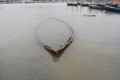 Kleine botenvouw op Buriganga in Sadarghat stock foto