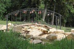 Kleine brug aan de jonggehuwden Stock Afbeeldingen