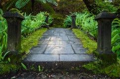 Kleine brug in Terra Nostra Garden royalty-vrije stock foto