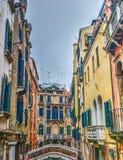 Kleine brug in Venetië stock afbeelding