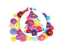 Kleine, bunte Papierblumen gemacht mit Rüschentechnik Lizenzfreies Stockbild