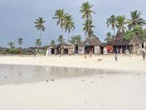Kleine Butiken auf dem Strand in Sansibar Lizenzfreies Stockfoto